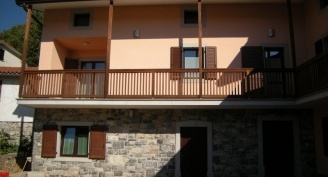Wooden balcony in Brestovica pri Komnu protected with the Silvacera wax