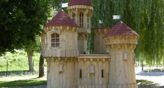 Fairy-tale castle in Postojna after three years – protected with Silvanolin and Silvacera wax
